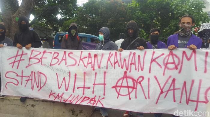 Massa demo di PN Bogor Tuntut Ariyanto dibebaskan