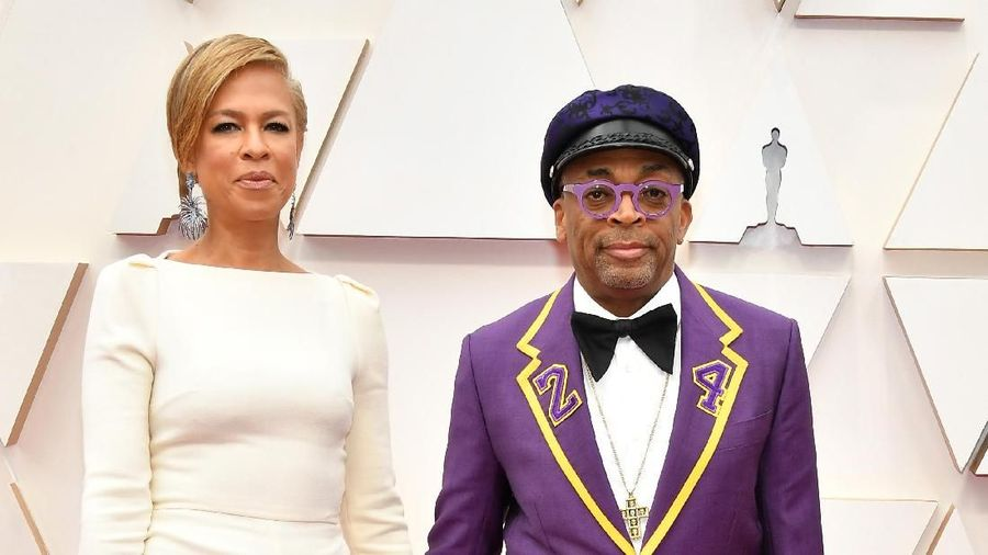 HOLLYWOOD, CALIFORNIA - FEBRUARY 09: (L-R) Tonya Lewis Lee and filmmaker Spike Lee attends the 92nd Annual Academy Awards at Hollywood and Highland on February 09, 2020 in Hollywood, California. (Photo by Amy Sussman/Getty Images)