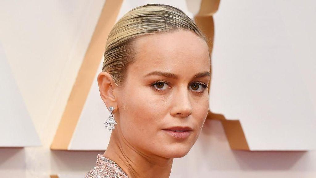 Brie Larson Captain Marvel Nyanyikan Lagu Rose BLACKPINK