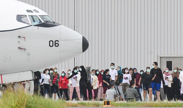 Proses karantina WNI yang berhasil dievakuasi dari Wuhan, China, telah masuk hari kesembilan. Yuk, lihat kegiatan mereka selama dikarantina di Natuna.
