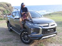 Mitsubishi Triton terlihat macho.