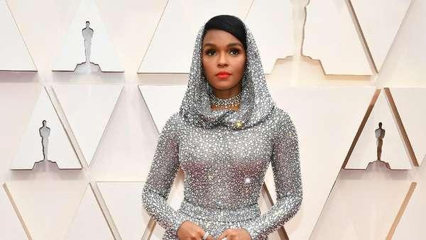 Billie Eilish tampil Serba Chanel di Oscar 2020