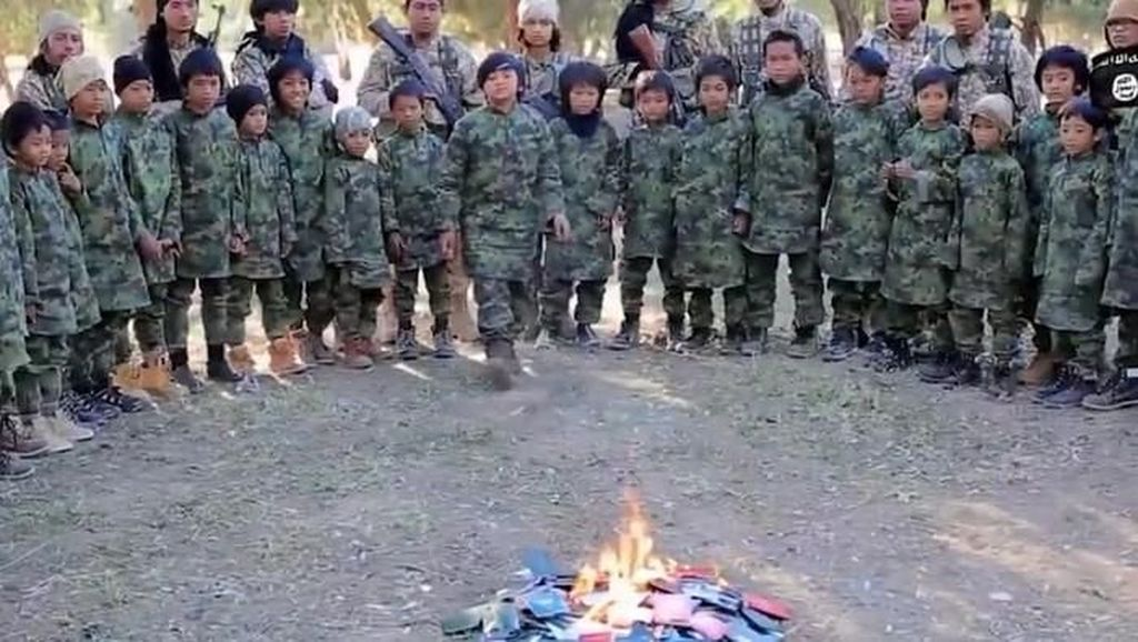 Mengingat Video Anak-anak ISIS Bakar Paspor Hijau