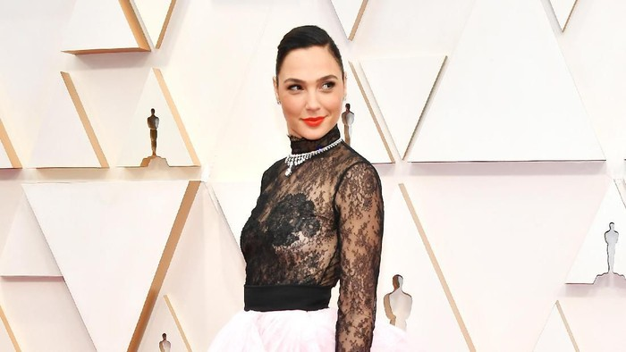 HOLLYWOOD, CALIFORNIA - FEBRUARY 09: Gal Gadot attends the 92nd Annual Academy Awards at Hollywood and Highland on February 09, 2020 in Hollywood, California. (Photo by Amy Sussman/Getty Images)
