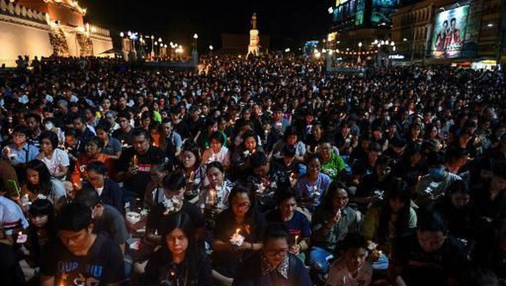Ratusan Warga Berdoa untuk 29 Korban Penembakan Maut Tentara Thailand