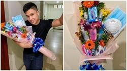 Valentine Edisi Wabah Virus Corona, Pria Ini Bagikan Buket Isi Masker