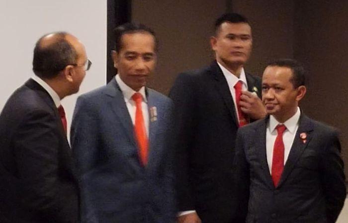 Kepala Badan Koordinasi Penanaman Modal (BKPM) Bahlil Lahadalia berbincang bersama Presiden Jokowi dan Ketua Umum Kadin Rosan Roeslani usai Indonesia-Australia Business Rountable di Canberra Senin (10/02/2020).
