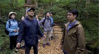 Orang Jepang yang Suka Berbicara dengan Pohon