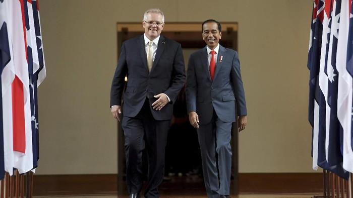Presiden Jokowi menyambangi Gedung Parlemen Australia di Canberra. Disana, Jokowi disambut Perdana Menteri Australia Scott Morrison.