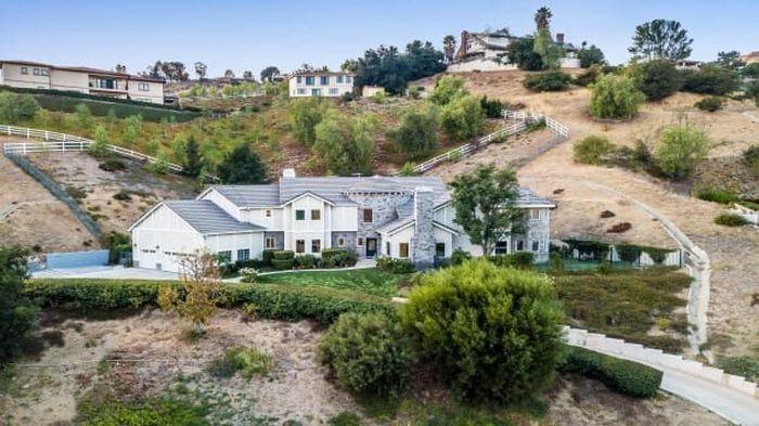 Rumah ONeal yang terletak di California ini memiliki lima kamar tidur dengan empat kamar mandi serta memiliki luas tanah 1 hektare dan berbagai fasilitas lainnya.