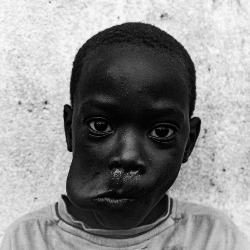 Kompetisi foto hitam-putih memamerkan sejumlah karya terbaik dari berbagai fotografer di dunia. Penasaran deretan foto-fotonya? Yuk, lihat.