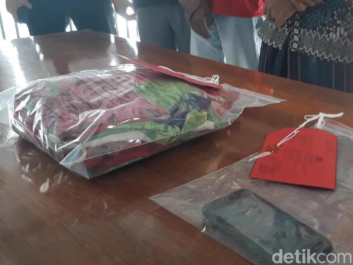 Ada fakta baru yang terkuak dalam proses penyidikan kasus suami jual istri di Pasuruan. Korban ternyata sudah dipaksa berhubungan badan dengan teman pelaku sejak pertengahan 2017.