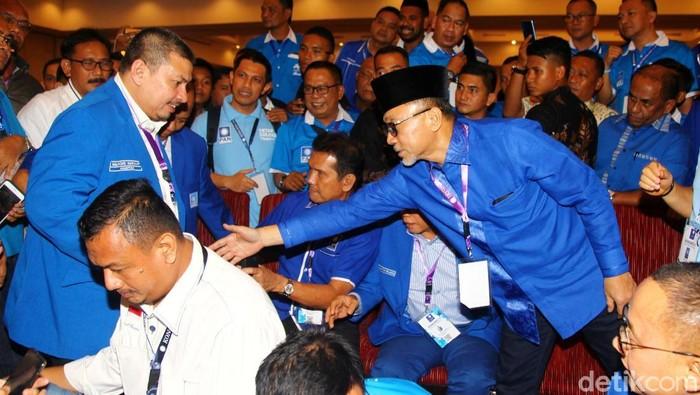 Zulkifli Hasan (Zulhas) terpilih kembali menjadi Ketua Umum PAN. Zulhas mengungguli kandidat lain yaitu Mulfachri dan Dradjad.
