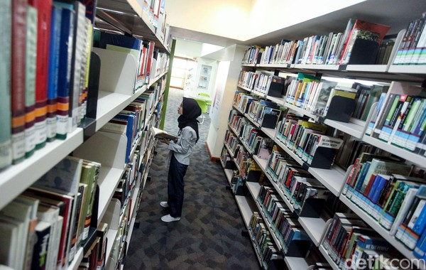 Perpustakaan Kemendikbud sama seperti perpustakaan pada umumnya, cuma koleksi bukunya lebih spesifik ke bidang kebudayaan dan pendidikan. (Rifkianto Nugroho)