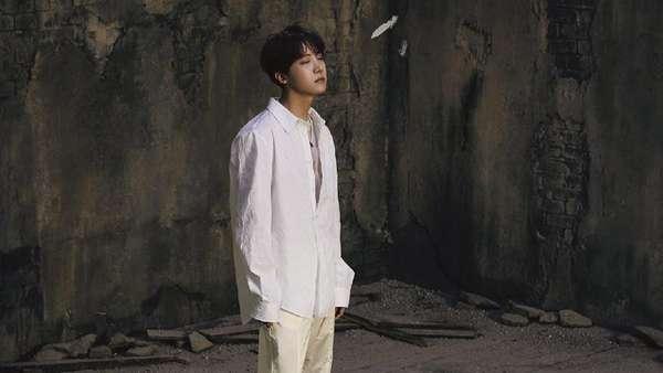 Transformasi BTS jadi Black/White Swan