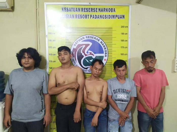Lima pria di Padang Sidempuan, Sumut, ditangkap terkait kasus sabu. Satu di antaranya oknum polisi (dok. Istimewa)