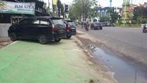 Baru Dipercantik, Trotoar di Medan Jadi Tempat Parkir-Guiding Block Terhalang