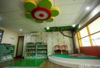 Salah satu fasilitas yang ada di Perpustakaan Kemendikbud adalah ruang koleksi anak. Di dalam ruangan ini terdapat ragam dan puluhan buku anak-anak. (Rifkianto Nugroho)
