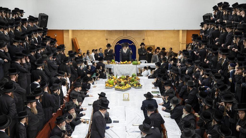 Potret Ratusan Umat Yahudi Ultra Ortodoks Rayakan Tahun Baru Pohon