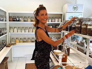 Bule di Bali Puasa Minum Air Putih Setahun, Klaim Tubuhnya Jadi Lebih Sehat