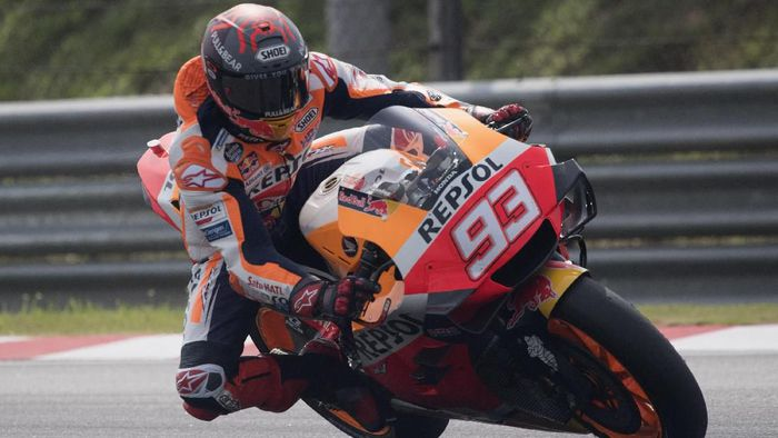 KUALA LUMPUR, MALAYSIA - FEBRUARY 09:  Marc Marquez of Spain and Repsol Honda Team heads dwon a straight during the MotoGP Pre-Season Tests at Sepang Circuit on February 09, 2020 in Kuala Lumpur, Malaysia.  (Photo by Mirco Lazzari gp/Getty Images)