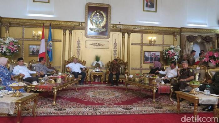 DPD RI melakukan kunker ke rumah jabatan Gubernur Sulsel Nurdin Abdullah (Noval Dhwinuari A/detikcom)