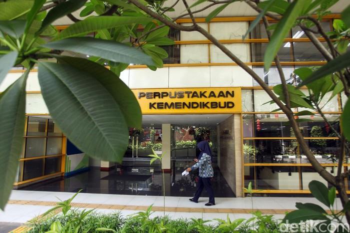 Perpustakaan Kemendikbud bisa jadi destinasi menarik bagi para pencinta buku di Jakarta. Tak hanya punya koleksi yang lengkap, perpustakaan ini juga canggih lho