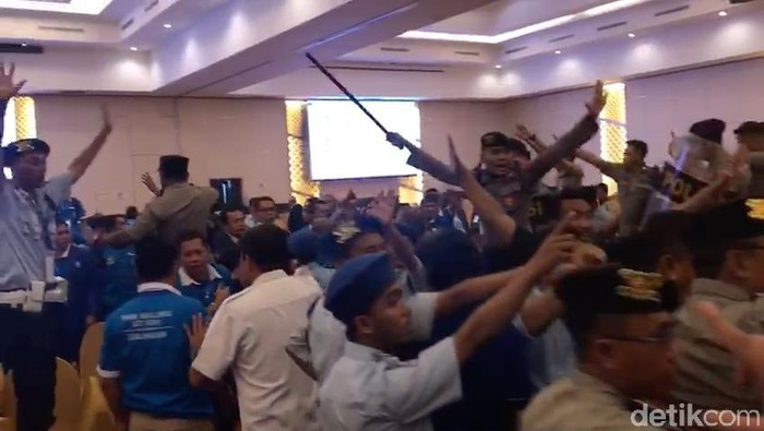 Kericuhan di Kongres PAN di Kendari (Foto: Zhacky/detikcom)