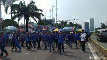Demo Buruh di Depan DPR Selesai, Lalin Masih Dialihkan ke Busway