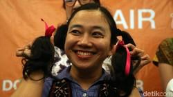 Yayasan Kanker Indonesia dan MRCCC Siloam Hospitals Semanggi menggelar Hair to Share yang merupakan kegiatan mendonasikan rambut bagi pasien kanker.
