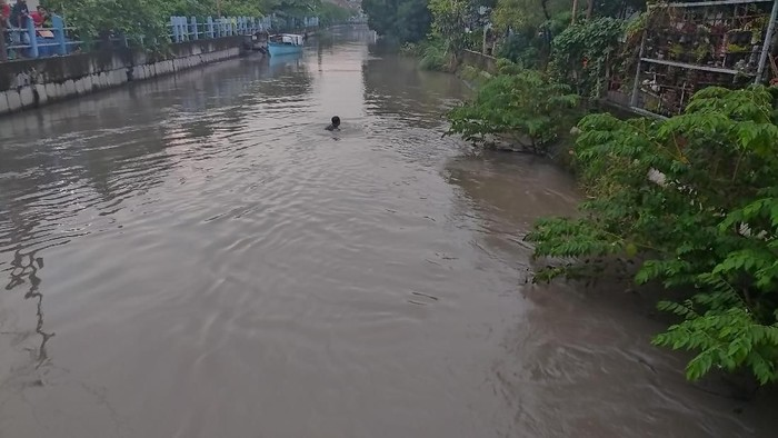 3 anak hilang terseret arus sungai