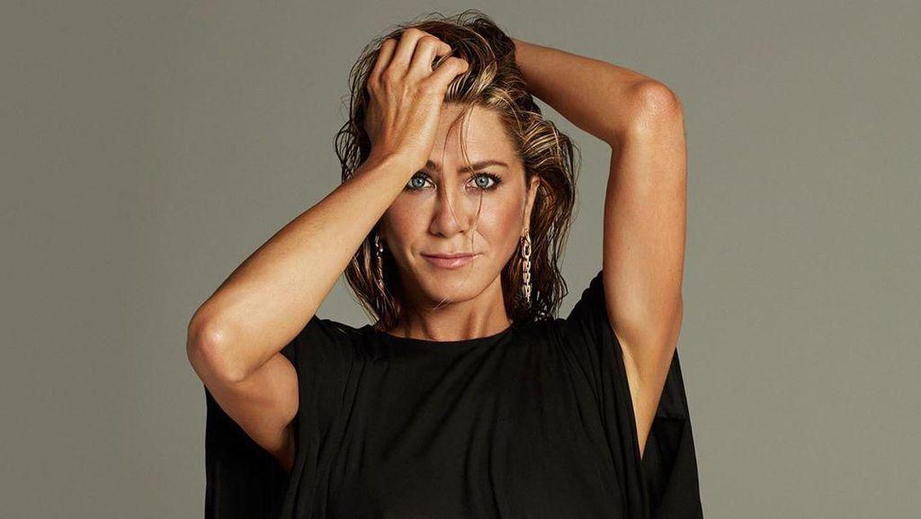 Jennifer Aniston Bangga Lelang Foto Tanpa Busana Sumbang Bantuan COVID-19
