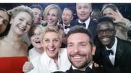 Charlize Theron Bikin Selfie Ikonik Saingi Ellen DeGeneres di Oscar