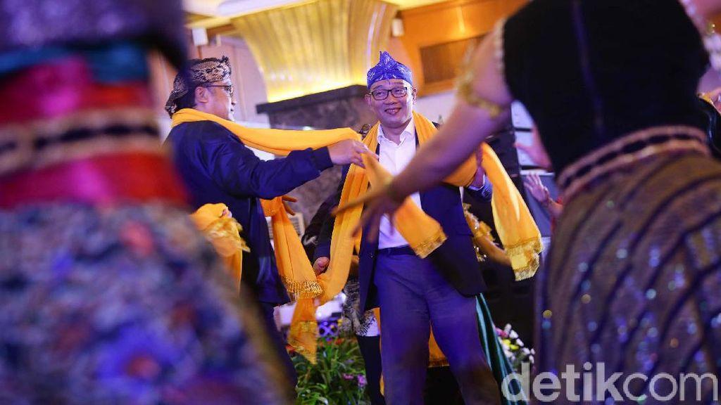 Aksi RK dan Dede Yusuf Menari Jemplang Harepan