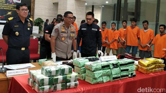 Bareskrim Polri menangkap 11 orang penyelundup narkoba dari Malaysia (Ahmad Bil Wahid/detikcom)