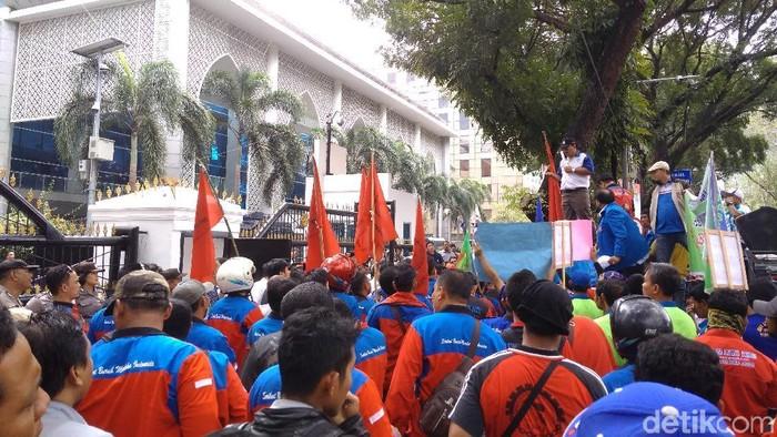 demo buruh di DPRD Sumut