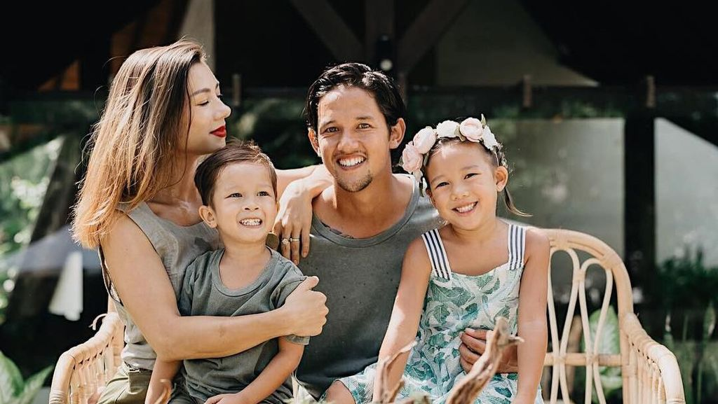 Gabung PSS Sleman, Irfan Bachdim Main Tik Tok di Candi Prambanan