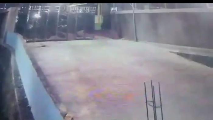 Video gerbang terbuka sendiri di RSUD Wonosari, Gunungkidul,  Rabu (12/2/2020).