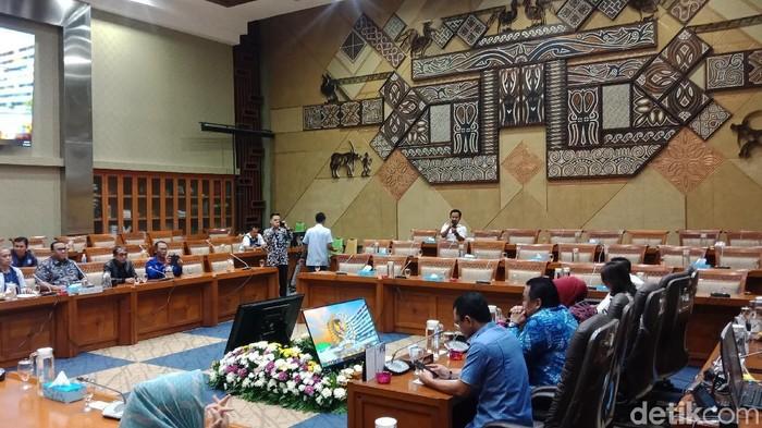 DPR RI menerima perwakilan serikat pekerja yang berdemo menolak Omnibus Law Cipta Kerja hari ini (Eva Savitri/detikcom)