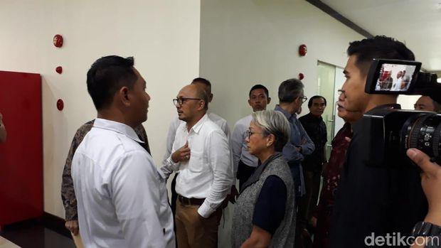 Pertemuan Nasabah Jiwasraya Dengan OJK Diwarnai Ketegangan