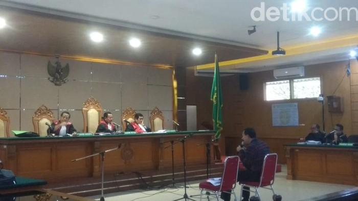 Mantan Sekda Jabar Iwa Karniwa jalni sidang lanjutan terkait kasus suap Meikarta