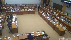 Rapat di DPR, Sekjen Kemenag Kembali Dikritik soal Plt Dirjen Bimas Katolik