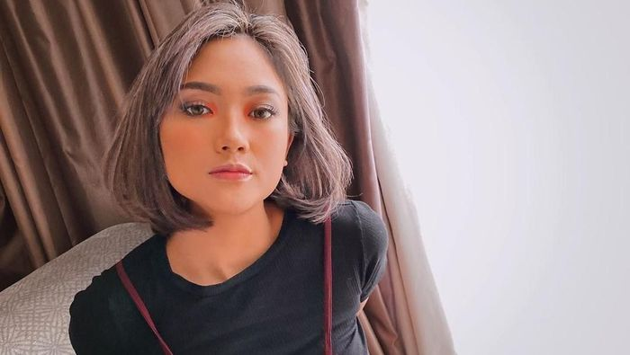 Marion Jola di Candi Borobudur.