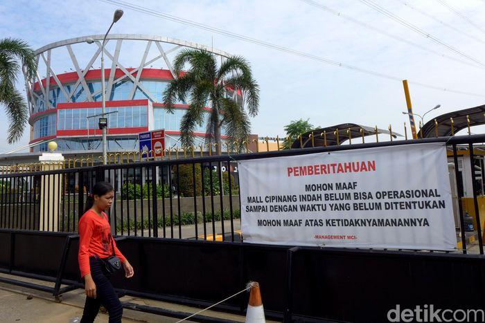 Begini suasana di kawasan Mal Cipinang, Jakarta Timur, yang terlihat masih tutup.