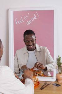 Tak Punya Pasangan Valentine? Resto Ini Tawarkan Pengalaman Makan Sendiri di Depan Cermin