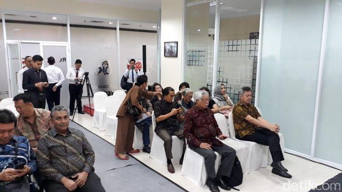 Nasabah Jiwasraya di Kantor OJK
