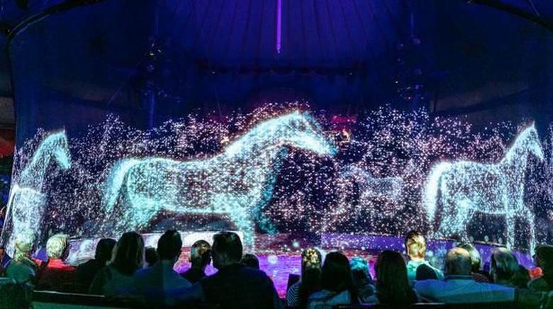 Sirkus Roncalli berhenti menggunakan hewa hidup, tapi menggantinya dengan hologram