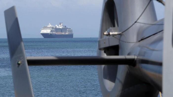 Kapal pesiar Westerdam akhirnya berlabuh di Kamboja. Kapal pesiar ini sebelumnya sempat ditolak berlabuh di 5 negara akibat kekhawatiran terkait virus corona