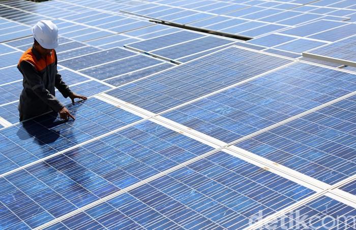 Untuk meningkatkan kapasitas dan kebutuhan listrik di Pulau Gili Trawangan, Mataram, Nusa Tenggara Barat, PLN mengembangkan listrik tenaga surya dengan kapasitas pasokan 200 kWp + 400 kWp.