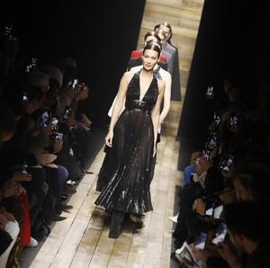 New York Fashion Week Tetap Digelar, Tamu Dibatasi